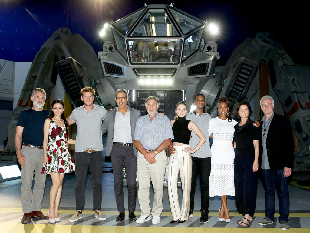 23062015_independence_day_Resurgence_cast_1